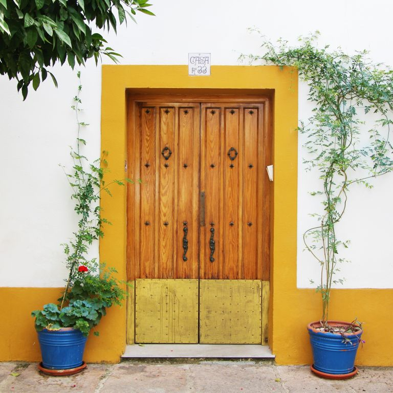 yellow door in San Basilio Cordoba