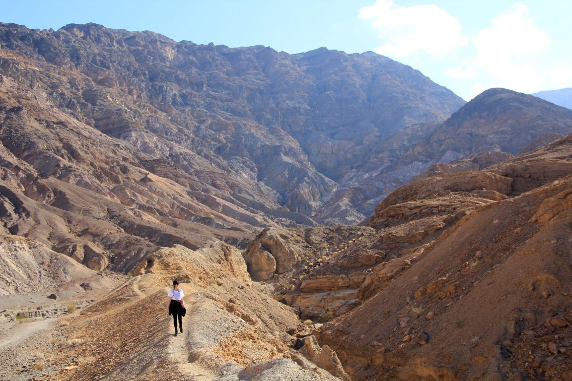 Hiking in Mosaic Canyon girl